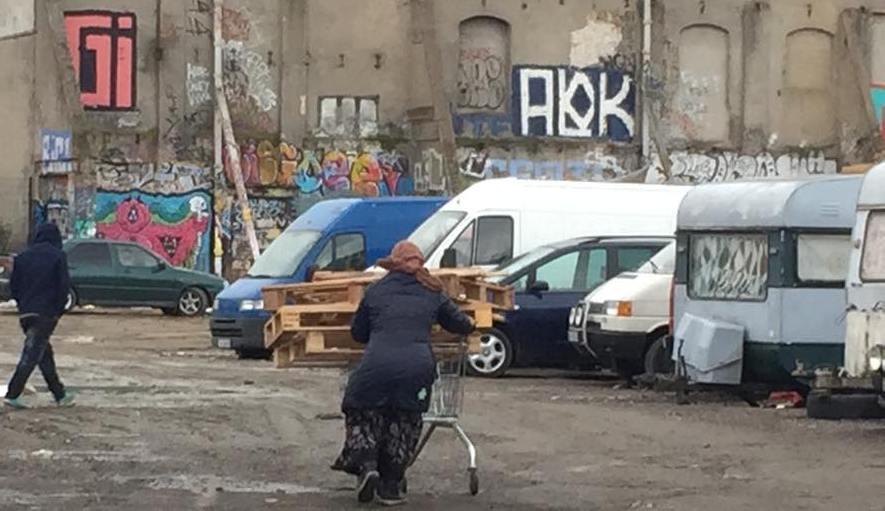 EU-migranter, läger i Malmö vid Industrigatan-Nobelvägen. Klicka här för en större bild