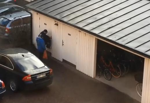 Klicka här för video av två tiggare som försöker bryta sig in i ett förråd i Linköping, Youtube 2015-03-29