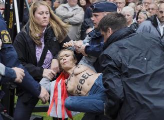 Jenny Wenhammars bröstkupp under Fredrik Reinfeldts tal