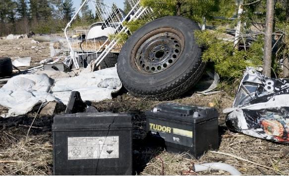 Avfall efter EU-migranternas illegala bosättning i Umeå på Klockarebäckens industriområde