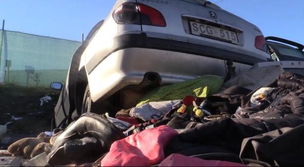En av de skrotbilar som vänsterextremister gett till EU-migranterna i Sundsvall