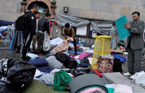 Afghanernas och vänsterextremisternas demonstration på Medborgarplatsen där afghanerna nu bosatt sig under sin strejk mot att de inte har rätt att försörjas av Sverige