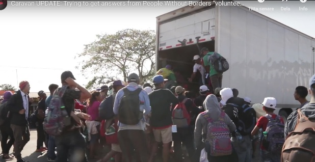 Migranter i karavan genom Mexiko mot USA