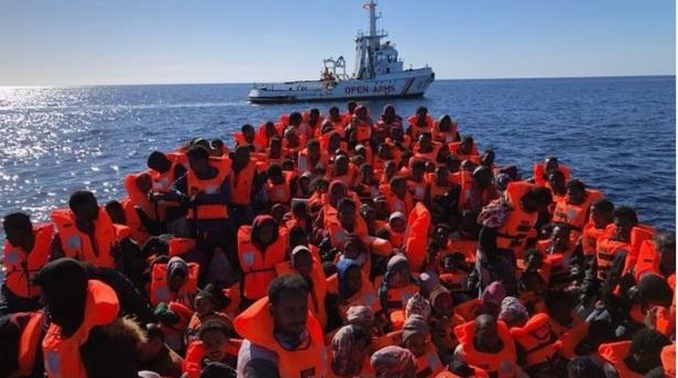 Proactiva Open Arms, räddningsfartyg i Medelhavet transporterar migranter från Afrika till EU