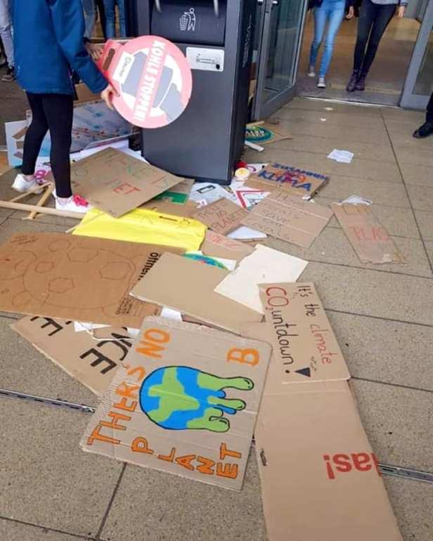 Så här ser det ut efter att Greta Thunbergs klimataktivister varit ute och demonstrerat för klimatet. Klimathycklare