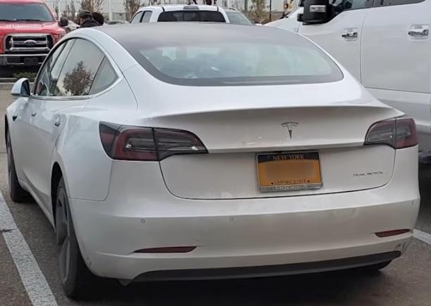 Tesla-bil som företaget Tesla erbjudit Greta Thunbergs organisation att använda i USA och Kanada