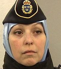 Svensk polis med slöja
