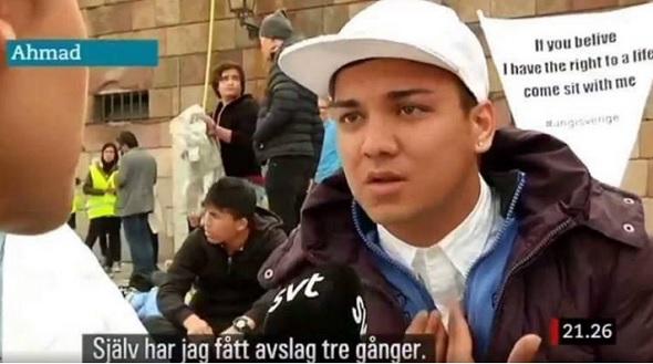 Avslag på asylansökan tre gånger, demonstrerar i Sverige