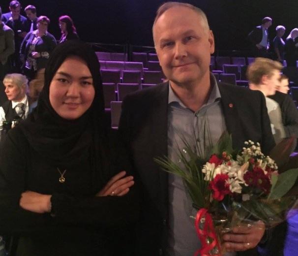 Jonas Sjöstedt bjöd in Fatemeh till partiledardebatten i Agenda