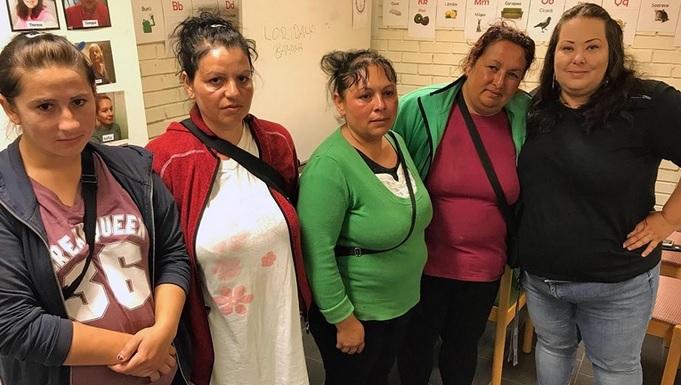 EU-migranterna Vali, Ionella, Graziella och Petruta tillsammans med Stadsmissionens Therese Lekander. med Stadsmissionens Therese Lekander. Kajsa Nilsson, Sveriges Radio
